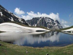 The breathtaking dragon lakes of Greece